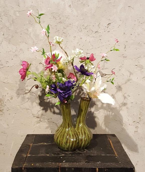 Spiksplinternieuw Groen vaasje met roze, paarse en witte zijden bloemen - Trendy Bloemen SB-59