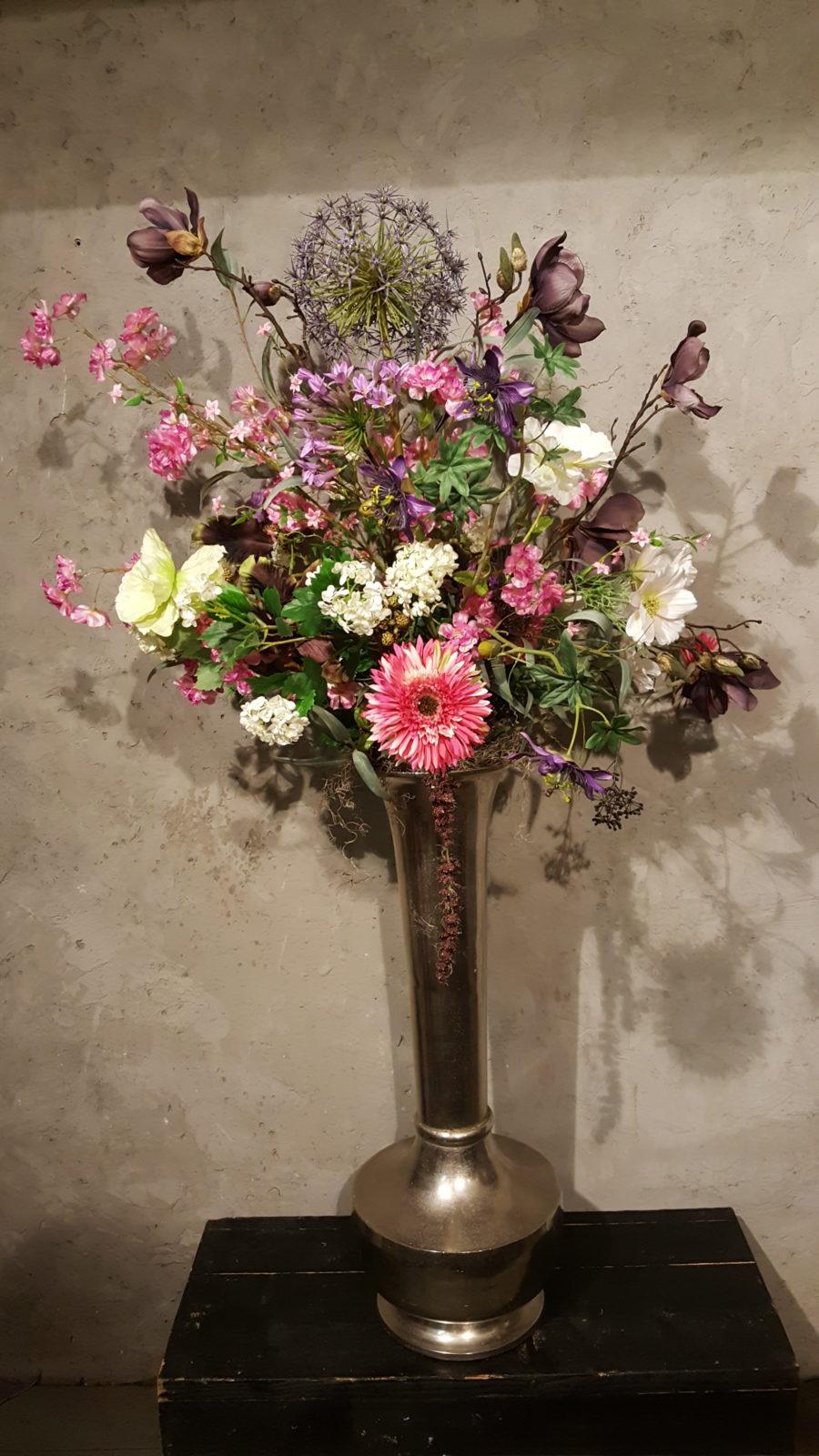 Onwijs Zilverenvaas met wild boeket van zijden bloemen - Trendy Bloemen MK-19