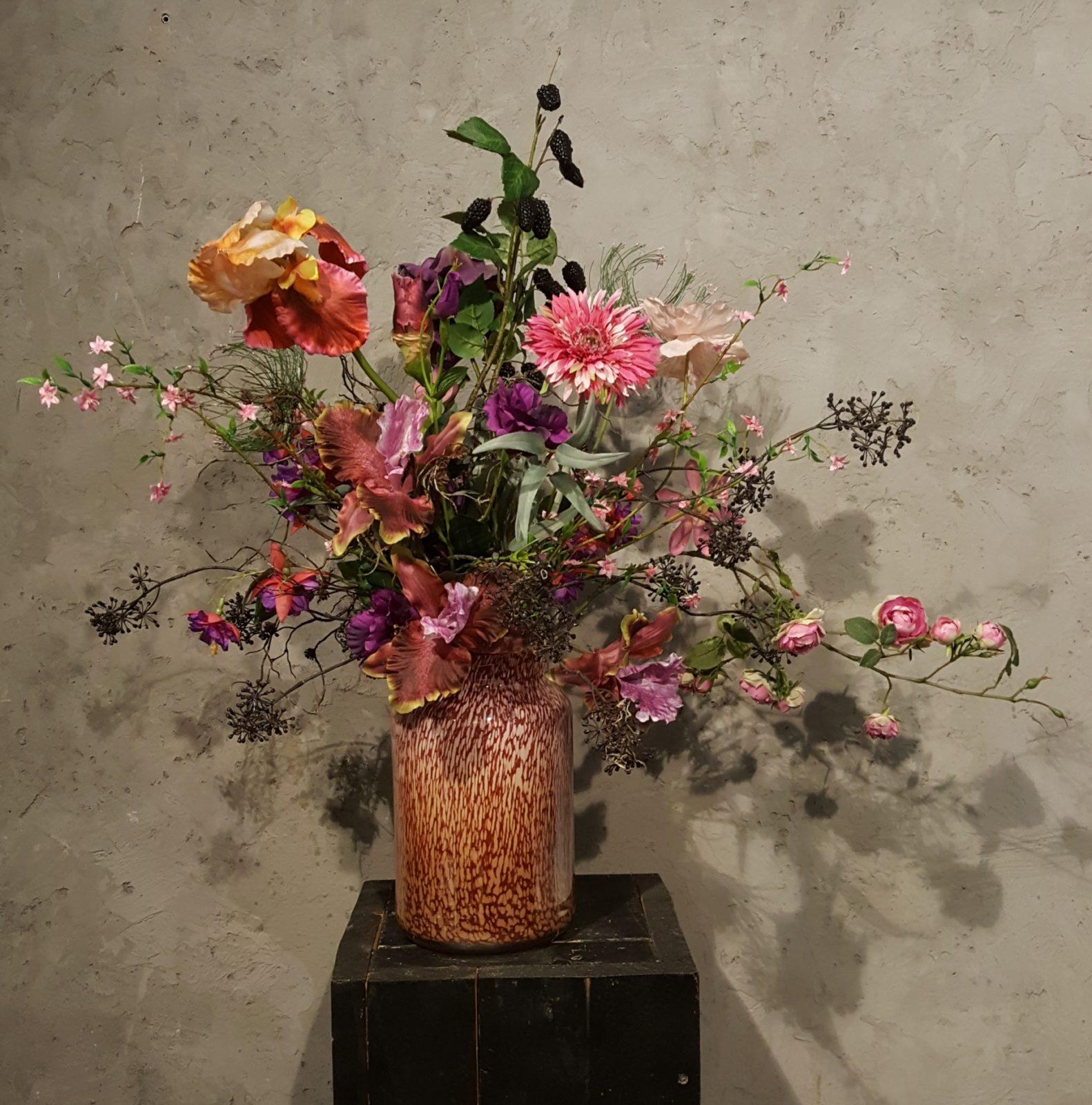 Super Glazenvaas Fidrio met een weelderig boeket (zijden bloemen IR-64